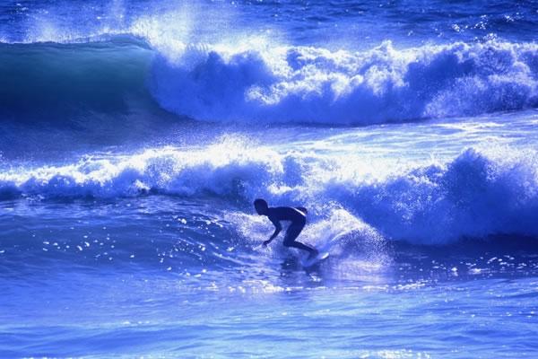 サーフィンの禁止と発展